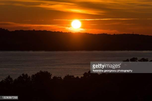 skaneateles lake at sunset, new york, usa - スカネアトレス湖 ストックフォトと画像