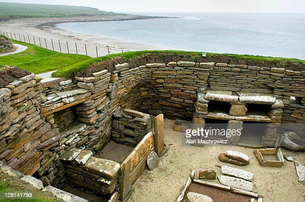skara brae, a 5000 year old neolithic village on mainland, orkney islands, scotland - skara brae stock photos and pictures