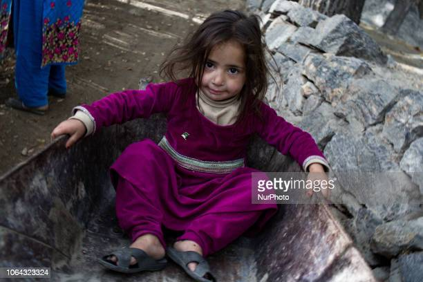 Skardu, Pakistan, 29 September 2018. Portrait of a girl in the village of Organic village. Skardu, Pakistan, 29 septembre 2018. Portrait dune...