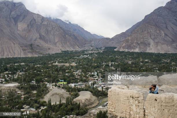 Skardu Pakistan 29 September 2018 tourists admire the view of the skardu valley from the Kharpocho The fort and its mosque are located on the eastern...