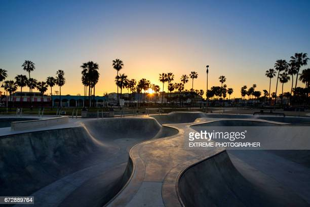 skate park in venice beach - half pipe stock pictures, royalty-free photos & images