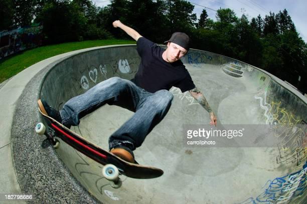 Skateboard Frontside Grind in Pool