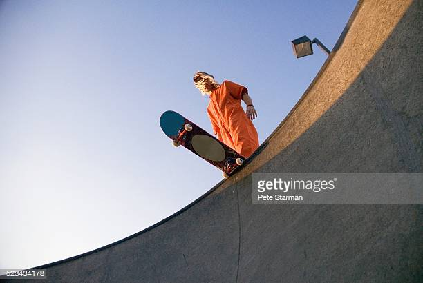 skateboarder - preparation stock-fotos und bilder