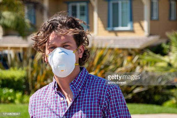 skateboarder with mask - n95 face mask stock pictures, royalty-free photos & images