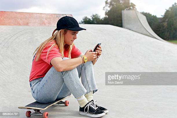 skateboarders - tee sports equipment stock pictures, royalty-free photos & images
