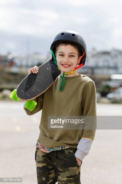 skateboarding portrait - menopossibilities stock pictures, royalty-free photos & images