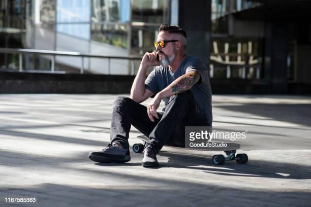 skater - longboard skating stock-fotos und bilder
