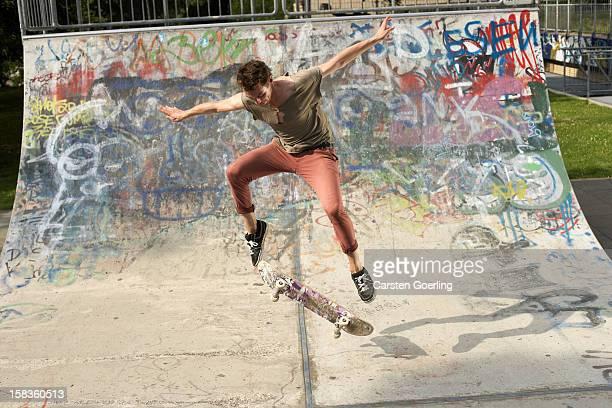 skater - ハーフパイプ ストックフォトと画像