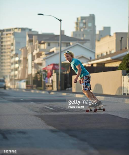 skater riding on the road with longboard - 25 29 anos imagens e fotografias de stock