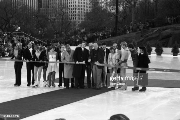 Skaters Dorothy Hamill Scott Hamilton NY Mayor David Dinkins businessman Donald Trump NY Mayor Ed Koch Christopher Dean and Jayne Torvill of the ice...