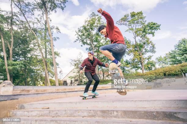 skaters - ハーフパイプ ストックフォトと画像