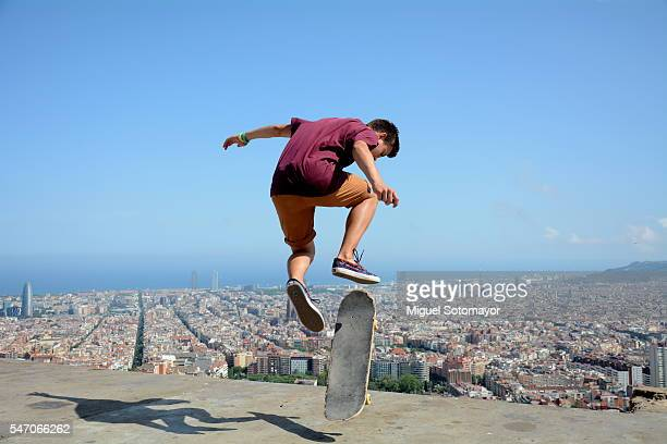 skating in barcelona - patinar fotografías e imágenes de stock
