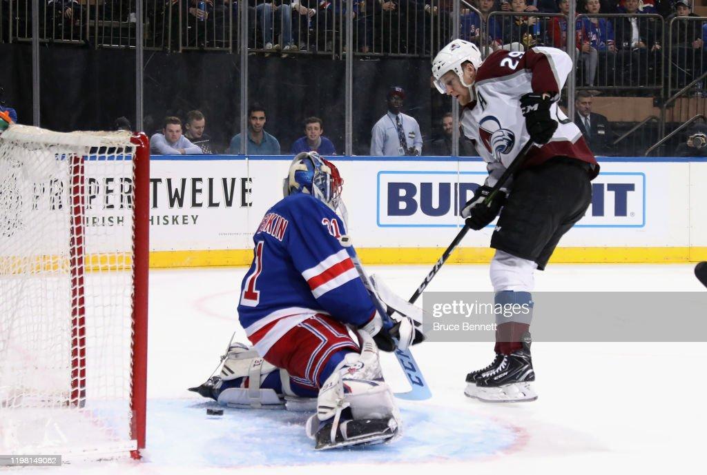Colorado Avalanche v New York Rangers : Fotografía de noticias