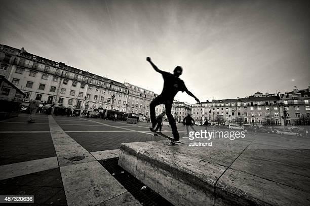 スケーティングでセカテドラル - フォゲイラ広場 ストックフォトと画像