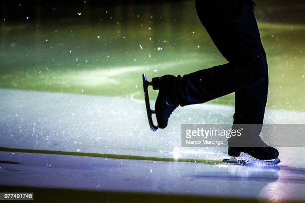 skating - figure skating stock pictures, royalty-free photos & images
