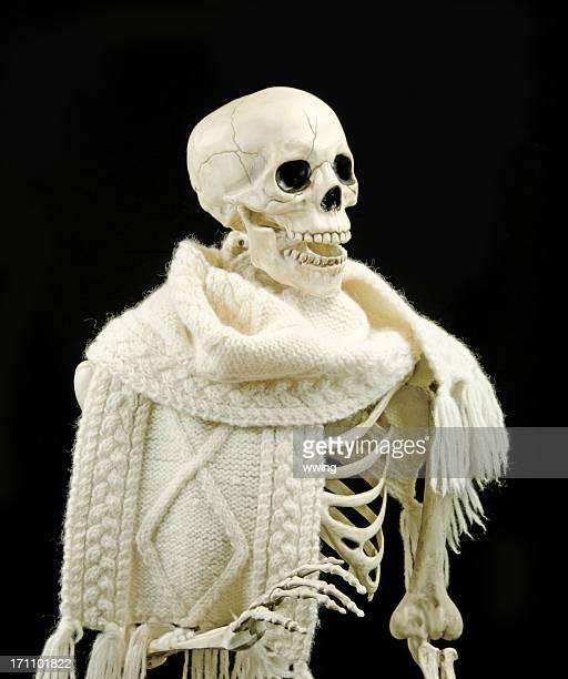 Squelette portant l'écharpe