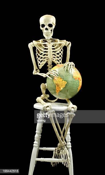 Squelette avec le monde. Pleine taille