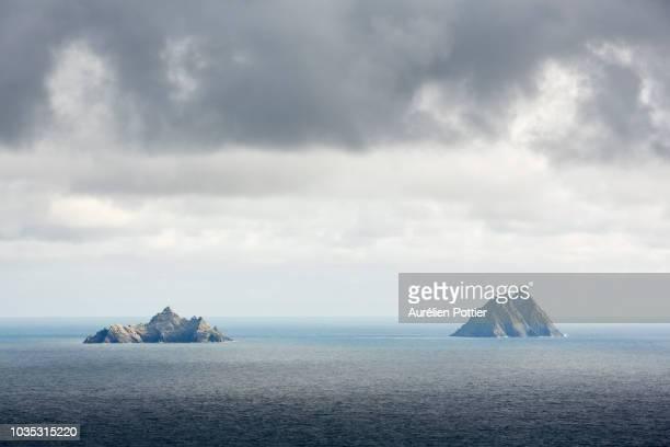 skellig islands under clouds - skellig michael ストックフォトと画像