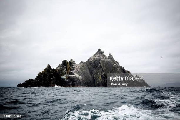 skellig michael island off the county kerry coast, ireland - seascape stock-fotos und bilder