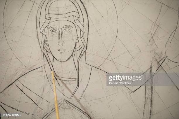 教会の壁に聖母マリアの姿をスケッチ - 偶像 ストックフォトと画像
