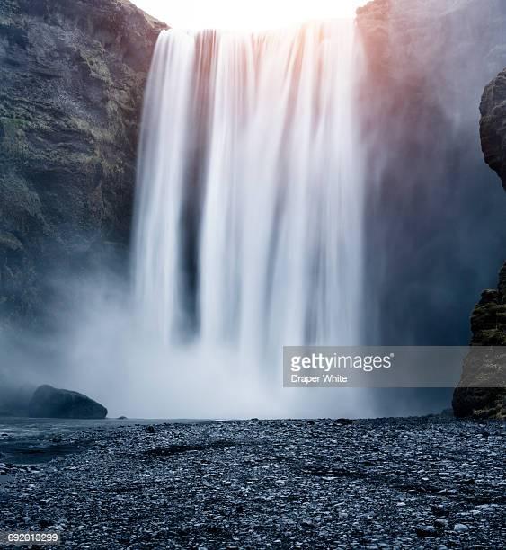 skógafoss waterfall, skógar, iceland - wasserfall stock-fotos und bilder