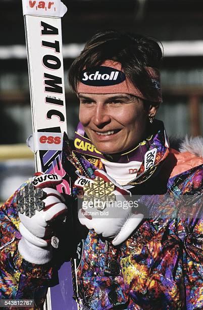 Ulrike Maier im Januar 1994 mit Gold und Silbermedaille Aufgenommen 1994
