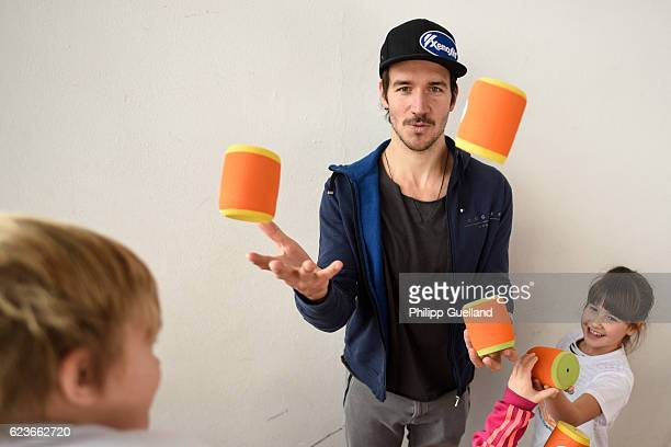 Ski athlete Felix Neureuther juggles with schoolchildren during the kick off for a health initiative for children on November 15 2016 in Penzberg...