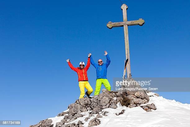 Ski holiday, Skiers cheering on mountain peak, Sudelfeld, Bavaria, Germany