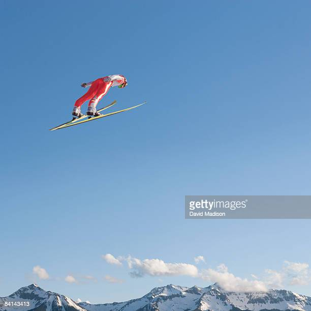 ski jumper flying through air - ski jumping stock pictures, royalty-free photos & images