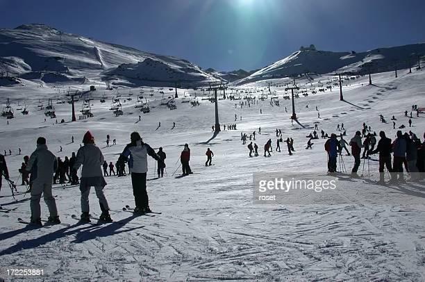 ski aprendizaje. aprendiendo a esquiar. (sierra nevada - granada fotografías e imágenes de stock