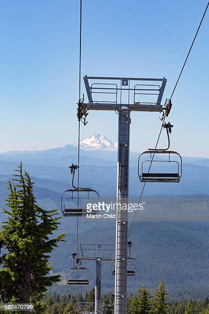 ski lift and mount jefferson - martin stange stock-fotos und bilder