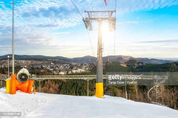 ski lift and snow cannon in front of the panorama bridge. adventure mountain kappe in winterberg. - ヴィンターベルク ストックフォトと画像