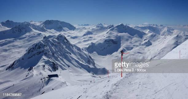 ski piste at weisshorn - アロサ ストックフォトと画像