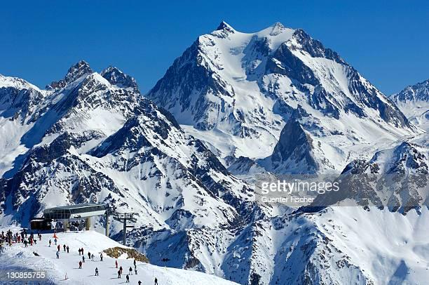 ski resort courchevel, lift station vizelle, trois vallã©es, haute-savoie france - courchevel - fotografias e filmes do acervo
