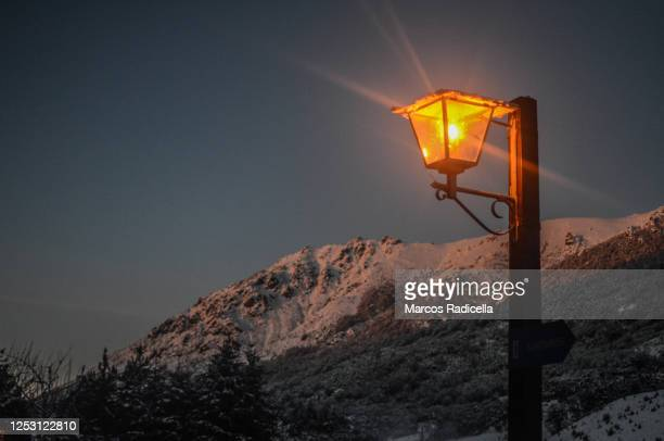 ski resort in bariloche - radicella photos et images de collection