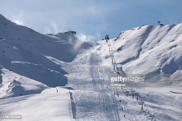 ski resort of grandvalira in andorra - gwengoat stock pictures, royalty-free photos & images