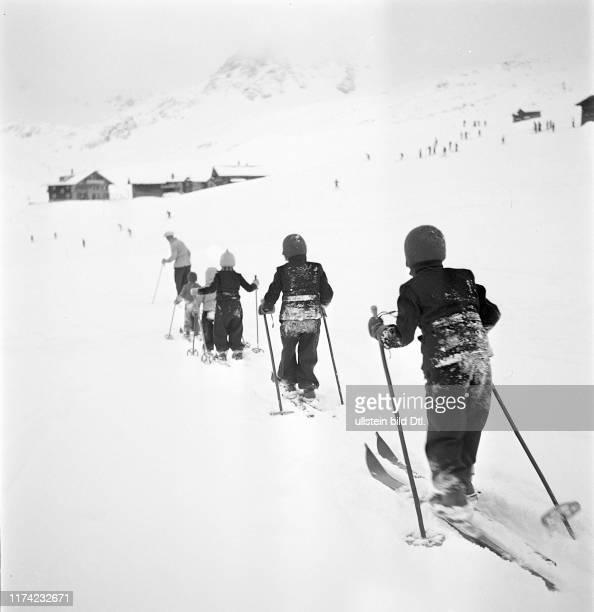 Ski school for children, snow flurry in Arosa 1939