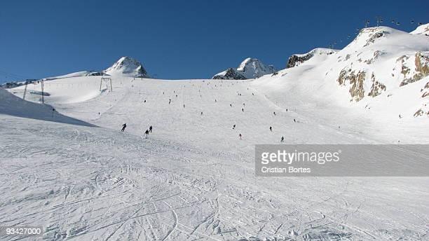 ski slope in solden - sölden stock-fotos und bilder
