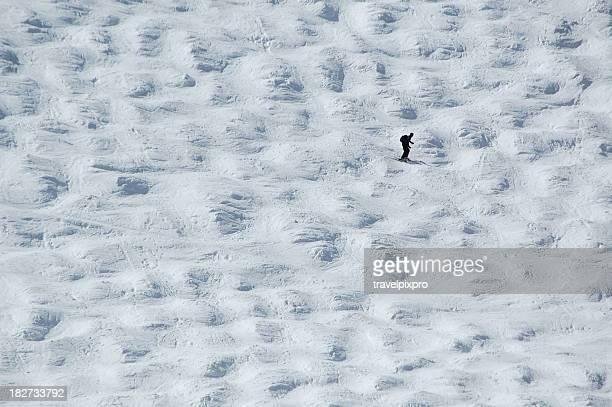 Pista de esquí Lone esquiador