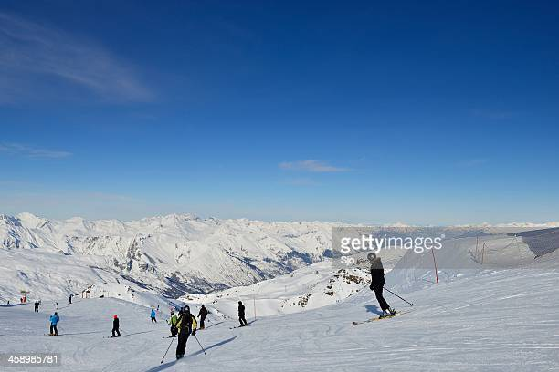 ski piste - trois vallees stock pictures, royalty-free photos & images
