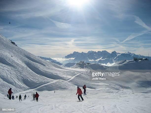 ski slope - skigebied stockfoto's en -beelden