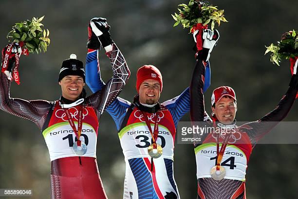 Abfahrt Mnner downhill men Siegerhrung medal ceremony Gold fr Antoine Deneriaz FRA Silber Michael Walchhofer AUT und Bronze fr Bruno Kernen SUI...
