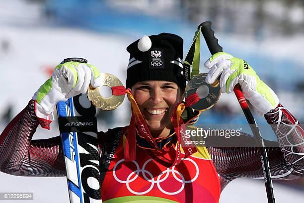 Skialpin Super G Damen Michaela Dorfmeister AUT gewinnt nach der Abfahrt auch den Super G olympische Winterspiele in Turin 2006 olympic winter games...