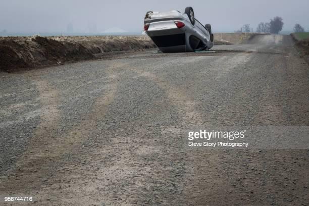 skidmarks - retouched - auto accident fotografías e imágenes de stock