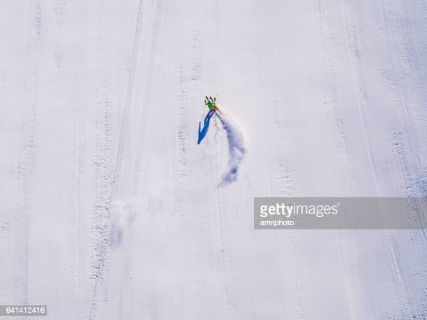 skier aerial drone perspektive