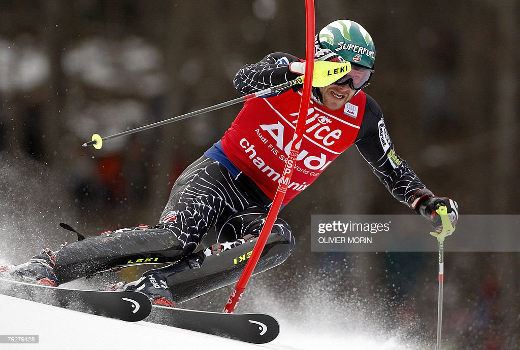 US skier Bode Miller clears a gate during the men's combined slalom of Chamonix, 27 January 2008. Bode Miller won the race ahead crotian skier Ivica Kostelic and Austrian skier Rainer Schoenfelder and took the overall lead of the World Cup.