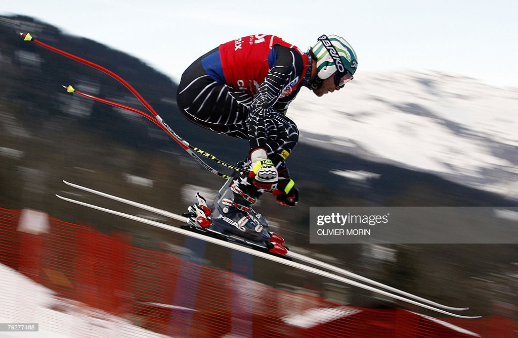 US skier Bode Miller speeds down during the official men's World Cup combined, 27 January 2008, in the French Alpine resort of Chamonix.