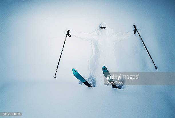 skier covered in snow - ski humour photos et images de collection
