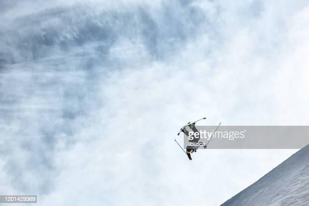 skier doing a backflip jump in alps ski resort, alpe di mera, piedmont, italy - ilbusca foto e immagini stock
