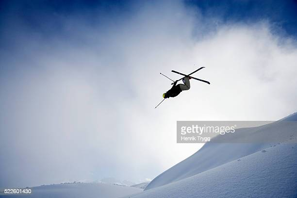 skier doing backflip - ski jumping stock pictures, royalty-free photos & images